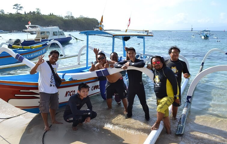 The team ready to make your dives in Bali an unforgettable experience